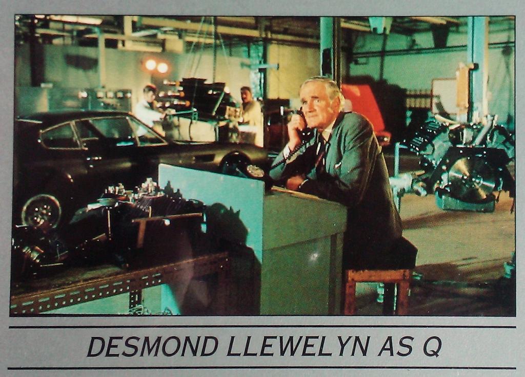 Desmond Llewelyn trading card