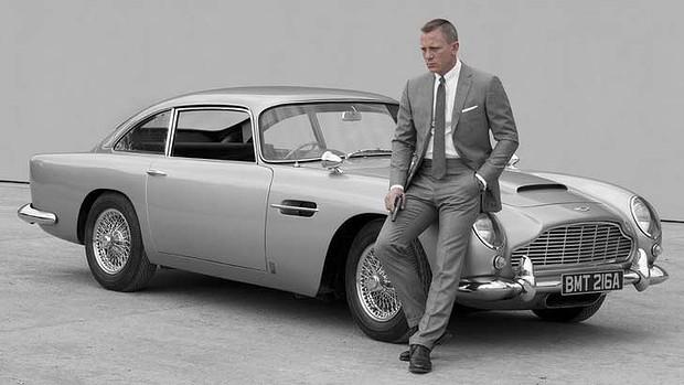 Daniel Craig Skyfall Aston Martin